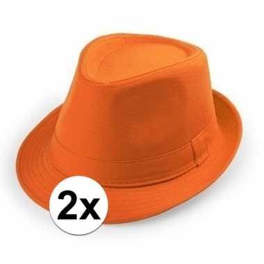 2x goedkope oranje verkleed hoedjes voor volwassenen