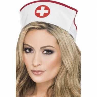 2x zuster/verpleegster verkleed hoedjes