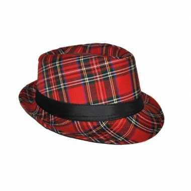 Hoedje met schotse ruit en band rood hoed