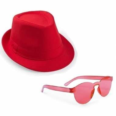 Toppers - rood trilby party hoedje met rode zonnebril
